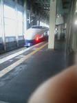 行きの新幹線(右下は指)
